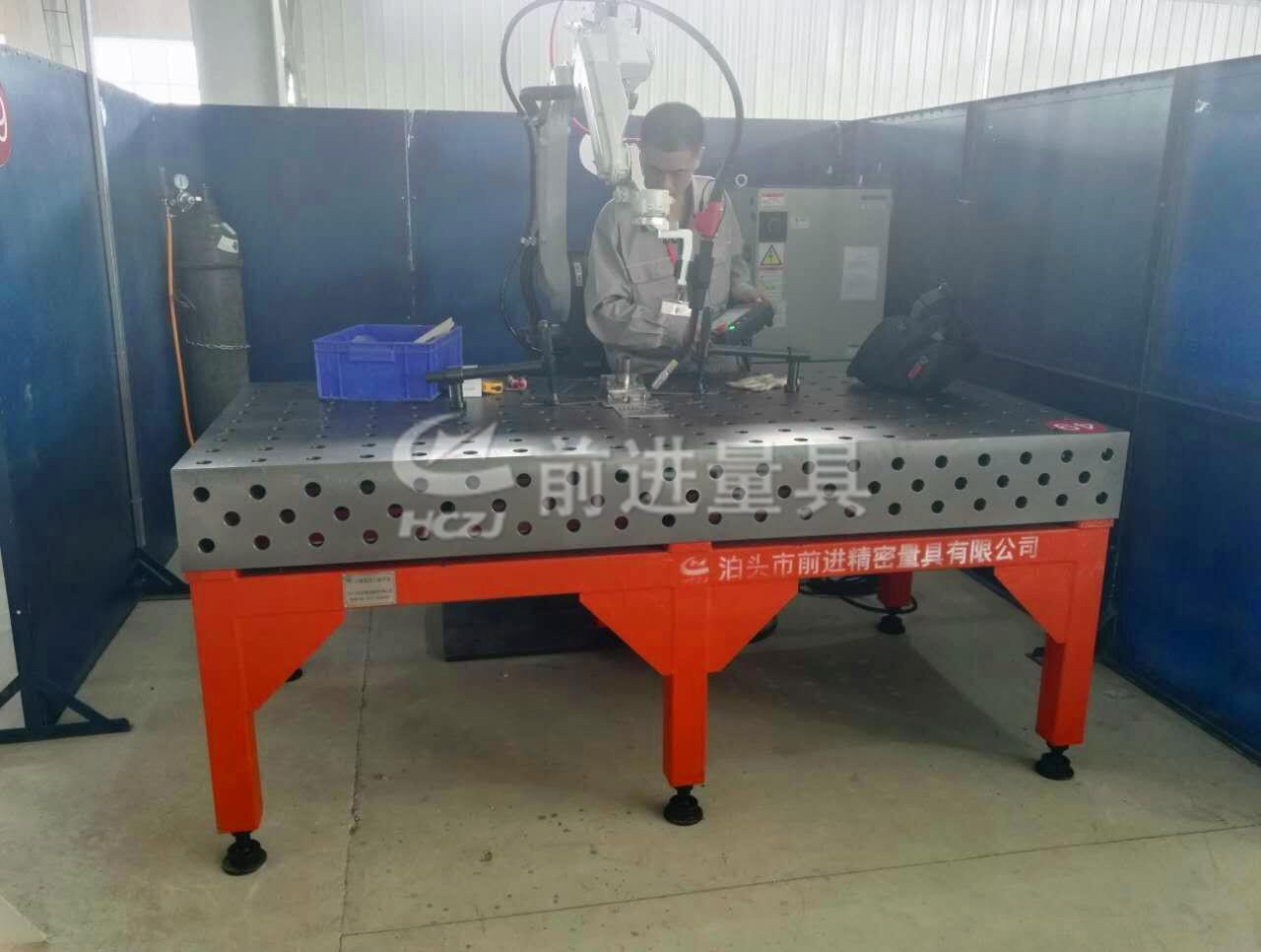 为松下机器人提供的三维平台及三维柔性组合焊接工装系统